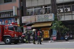 Der Feuerwehrmann und die Polizei in der Aktion Stockfotografie