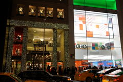 Der Fifth Avenue -Feiertag 2015 Windows 66 Stockfotografie