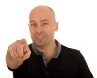 Der Finger des Mannes, der auf Sie zeigt stockbild