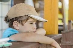Der flüchtige Blick des Kindes Lizenzfreies Stockfoto