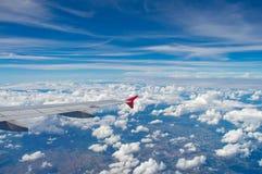 Der Flügel des Flugzeuges Lizenzfreie Stockfotos