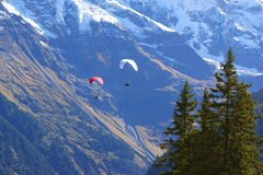 Der Flug über den Alpen lizenzfreies stockbild