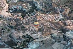 der Flug mit dem Ballon bei Sonnenaufgang Stockfoto
