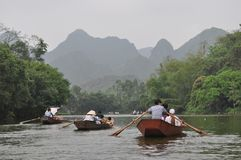 Der Fluss lizenzfreie stockbilder