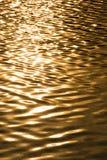 Der Fluss auf einem Sonnenuntergang Lizenzfreies Stockbild