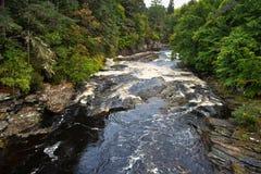 Der Fluss bei Invermorten lizenzfreies stockfoto