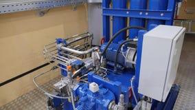Der Fluss Dnepr Wasserkraft-Kraftwerk Rexrohx-Pumpe Pumpstation Stützbare Stromerzeugungsanwendung stock video