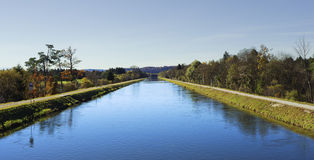 Der Fluss Isar im Bayern Stockbilder