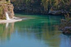 Der Fluss Natisone lizenzfreie stockbilder