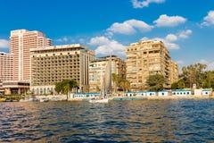 Der Fluss Nil mit Booten in Kairo, ?gypten lizenzfreies stockfoto