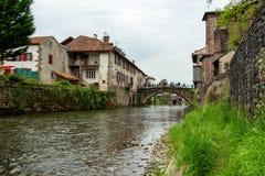 Der Fluss Nive im Heilig-Jean-Gescheckt-De-Hafen, Frankreich stockfoto