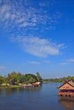 Der Fluss und der Himmel Lizenzfreie Stockbilder