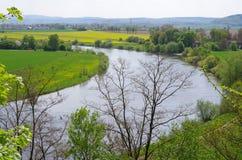 Der Fluss Weser im Frühjahr Lizenzfreie Stockfotos