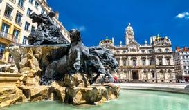 Der Fontaine Bartholdi und LyonRathaus auf dem Platz-DES Terreaux, Frankreich stockbild