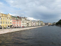 Der Fontanka-Flussdamm, St Petersburg lizenzfreies stockfoto