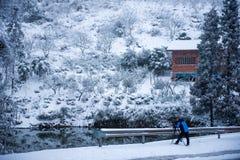 Der Fotograf im Schnee Lizenzfreies Stockbild