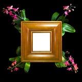 Der Fotorahmen, der vom handgemachten Holz mit Orchidee gemacht wird, verzweigt sich in die Ecken Lizenzfreies Stockbild