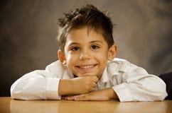 Der fröhliche Junge Stockfotografie