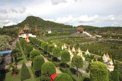 Der französische Gartenüberblick im tropischen botanischen Garten Nong Nooch nahe Pattaya-Stadt in Thailand Lizenzfreies Stockbild