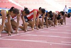 Der Frauen 100 Meter Rennen- Stockbilder