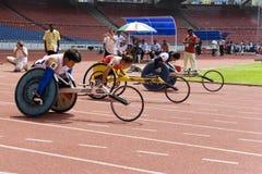 Der Frauen 100 Meter Rollstuhl-Rennen- Stockfoto