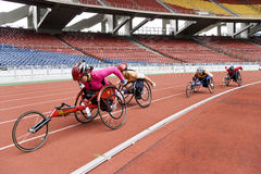 Der Frauen 800 Meter Rollstuhl-Rennen- Stockfotografie
