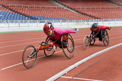Der Frauen 800 Meter Rollstuhl-Rennen- Stockfoto