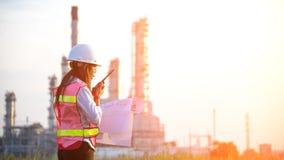 Der Fraueningenieur in Kraftwerk, Lizenzfreie Stockfotografie