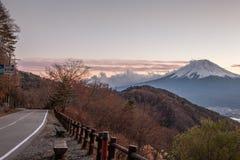 Der Fujisan an den Sonnenuntergangtagen Stockfotos