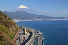 Der Fujisan und Schnellstraße Stockfoto