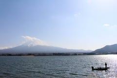 Der Fujisan, wie vom See Kawaguchi gesehen stockfotografie