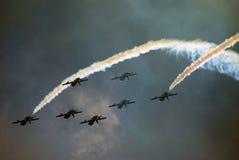 Der Fursan Al Emarat, ein aerobatic Team der Luftwaffe Vereinigte Arabische Emirates Lizenzfreie Stockbilder