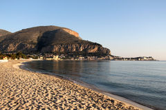 Der ganze Strand von mondello Lizenzfreies Stockbild