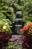 Der Garten und der Wasserfall Stockbild