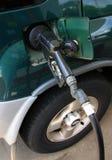 An der Gas-Pumpe stockfoto