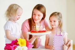 Der Geburtstag der Mama lizenzfreies stockfoto