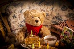Der Geburtstag des Teddybären stockbild