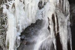 Der gefrorene Wasserfall Lizenzfreie Stockfotos