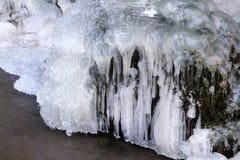 Der gefrorene Wasserfall Stockbilder