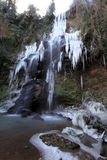 Der gefrorene Wasserfall Stockfotografie