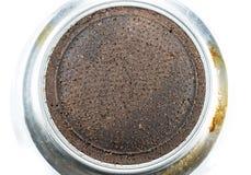Der gemahlene Kaffee des Rückstandes, der von bereit ist, machen Espresso auf moka Topf stockfoto
