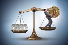 Der Geschäftsmann auf Skalen mit bitcoins und anderen Währungen Stockfotografie
