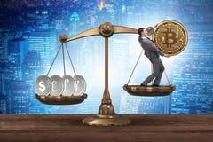Der Geschäftsmann auf Skalen mit bitcoins und anderen Währungen Lizenzfreies Stockbild