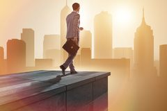 Der Geschäftsmann bereit zu den neuen Herausforderungen im Geschäftskonzept stockfoto