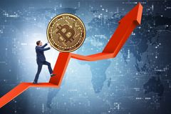 Der Geschäftsmann, der bitcoin in cryptocurrency blockchain Konzept drückt Lizenzfreie Stockbilder