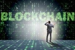 Der Geschäftsmann in blockchain cryptocurrency Konzept Stockbild