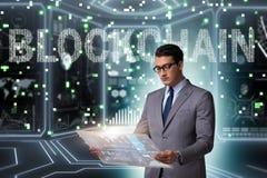 Der Geschäftsmann in blockchain cryptocurrency Konzept Lizenzfreie Stockbilder