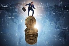Der Geschäftsmann in cryptocurrency blockchain Konzept Lizenzfreie Stockbilder