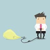 Der Geschäftsmann, der einen Behälter von Lebensmittel Geschäftsmann trägt, pumpt oben einen Ballon einer Glühlampe Lizenzfreie Stockfotografie