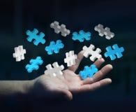 Der Geschäftsmann, der Fliegenpuzzlespiel hält, bessert Wiedergabe 3D aus Stockfotografie